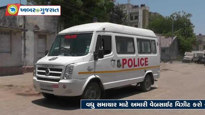dwarka-police-ambulance